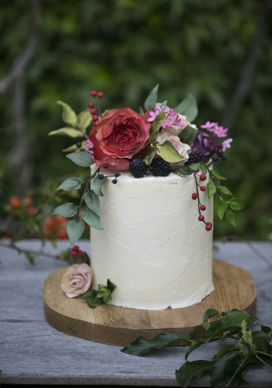 Happyhills cakes creative indulgent handmade wedding for Garden wedding cake designs